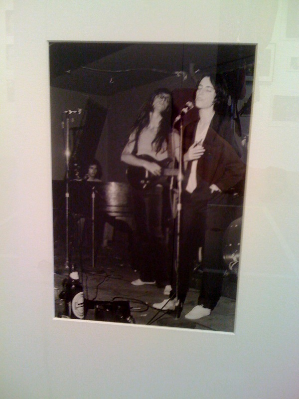 Bob Gruen, Patti Smith & Lenny Kaye at Max's Kansas City, 1974