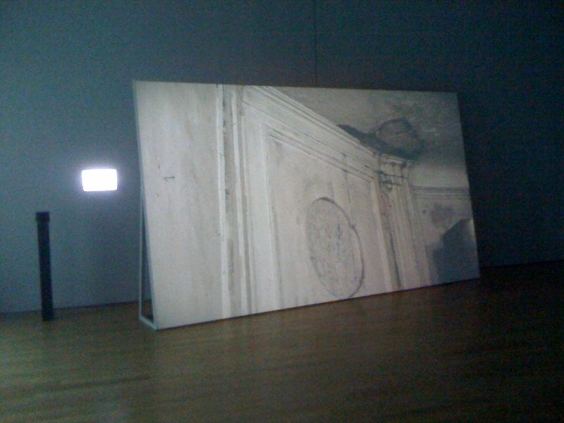 O, 2009, wall
