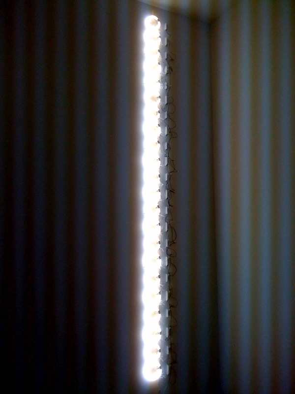 Fluorescent lights installation on the wall, 2011