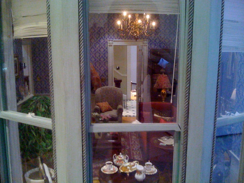 Fallen Star 1:5, Living Room_Window, 2008-2011